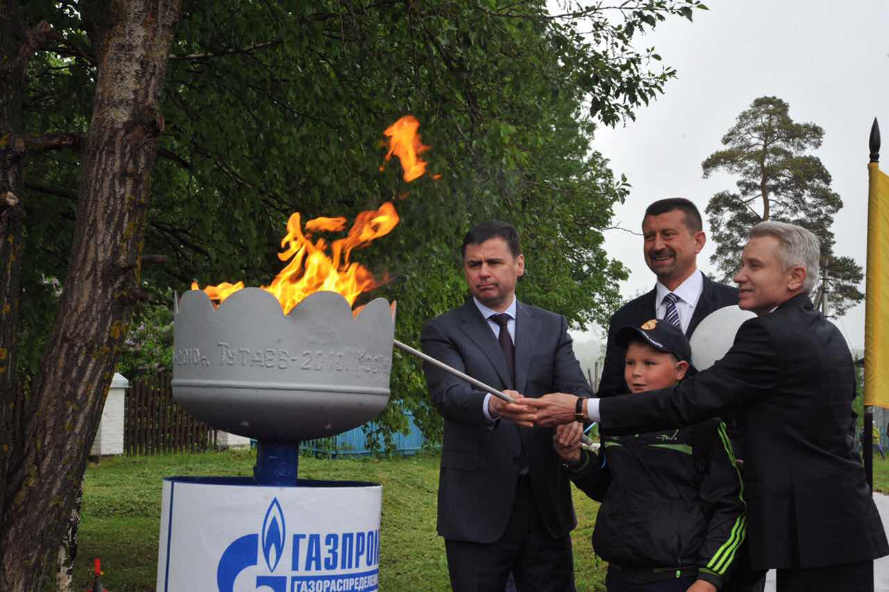 Дмитрий Миронов с рабочим визитом побывал на севере области: в селе Покров появился газ, строительство в Пречистом бассейна, а «Первый Ярославский» будет доступен по всему региону
