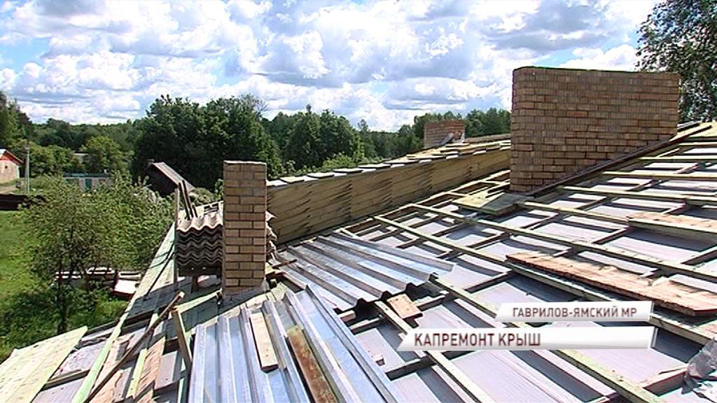 Крышу двухэтажек в Заячьем холме впервые отремонтировали с советских времен