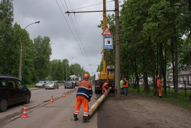 В Ярославле меняют опоры контактной сети