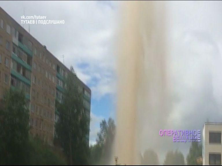 ВИДЕО: В Тутаеве неожиданно пробился фонтан