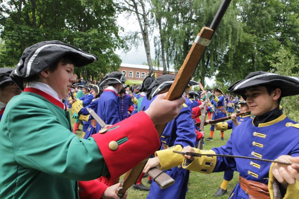 Звон шпаг, стрельба пушек, марш-«Первая Виктория» напомнила о первой победе