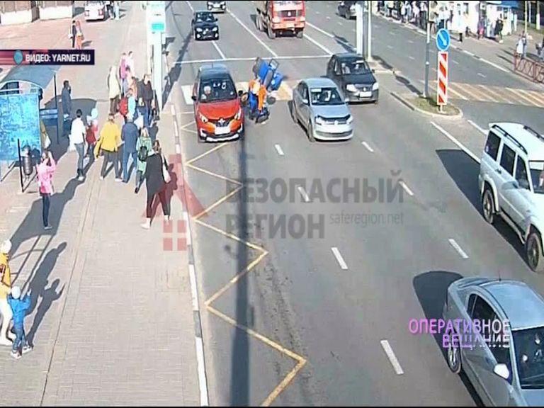 ВИДЕО: водитель квадроцикла пролетел несколько метров после столкновения с «Рено»