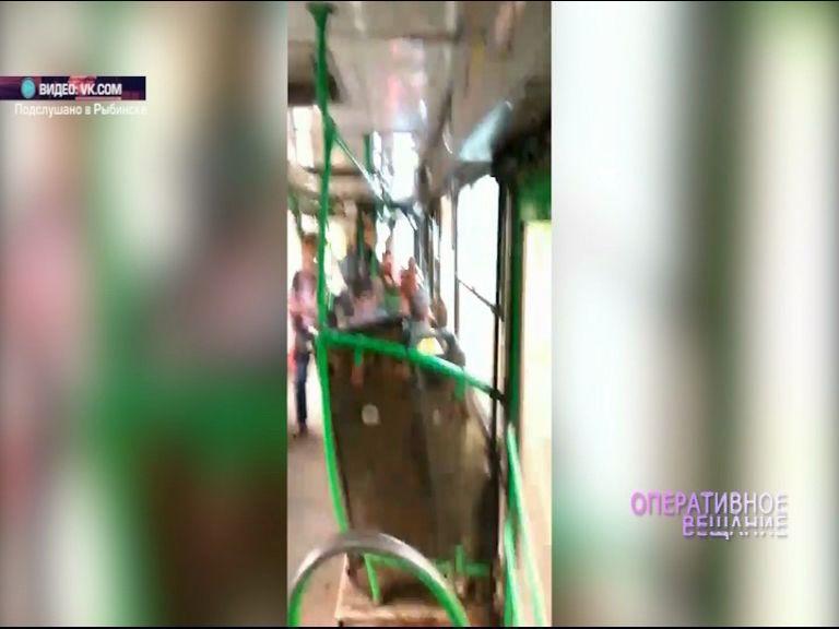 ВИДЕО: По Рыбинску курсирует «дырявый» автобус