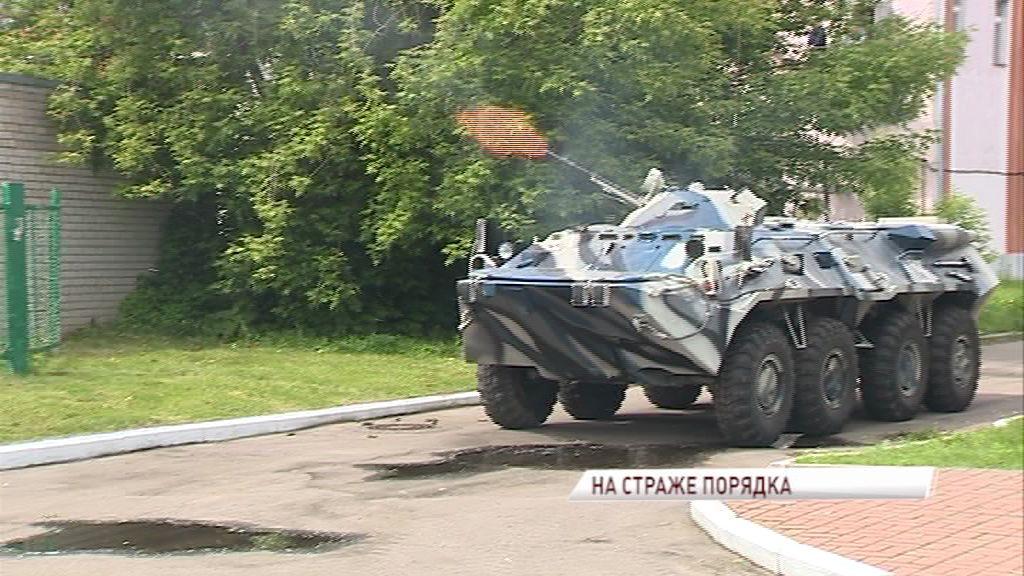 Взрывы гранат, стрельба из БТРа, спецназ: на стадионе «Шинник» прошли антитеррористические учения