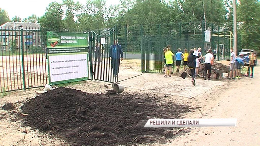 «Решаем вместе»: дети приняли участие в благоустройстве семейного парка в Семибратово