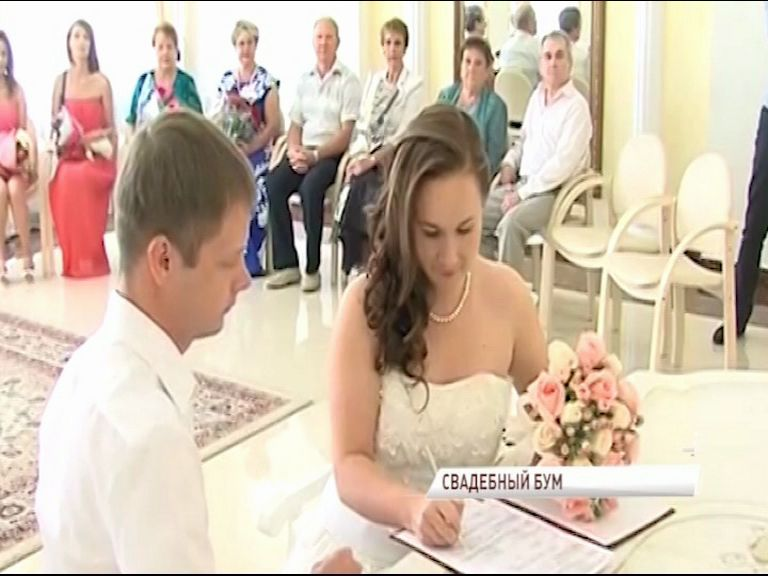 Седьмое июля: В Ярославле подано рекордное количество заявлений в ЗАГСы
