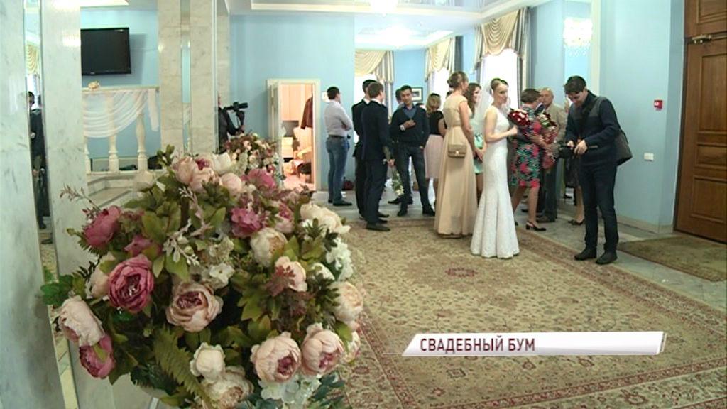 Свадебный бум: красивая дата стала началом семейной жизни для 87 пар