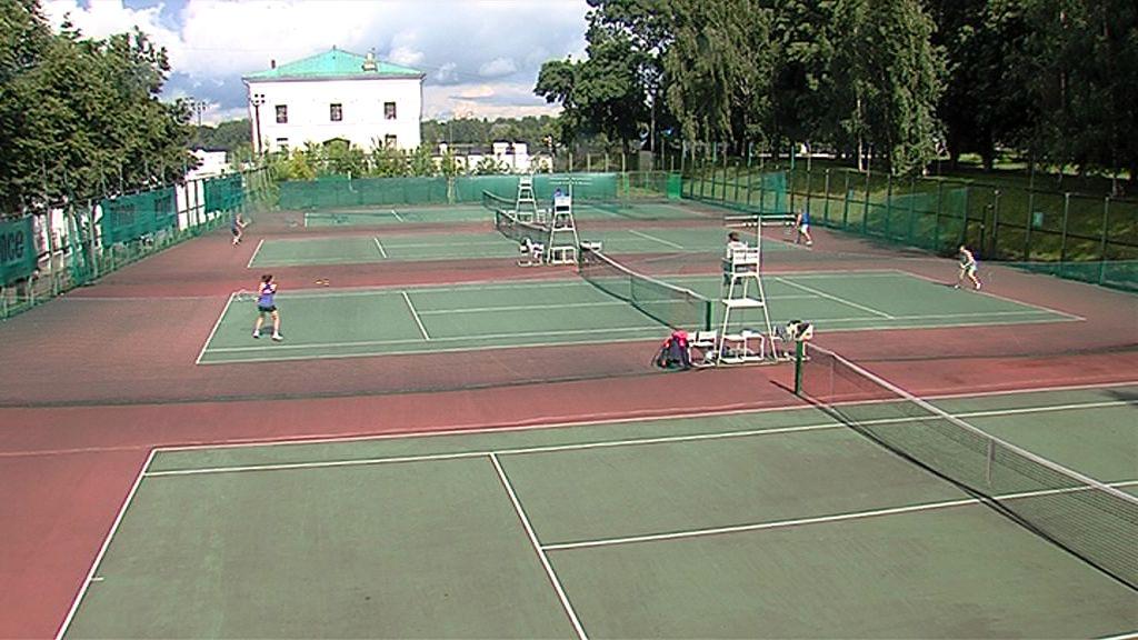 Более ста участников схлестнулись ракетками на турнире в Ярославле