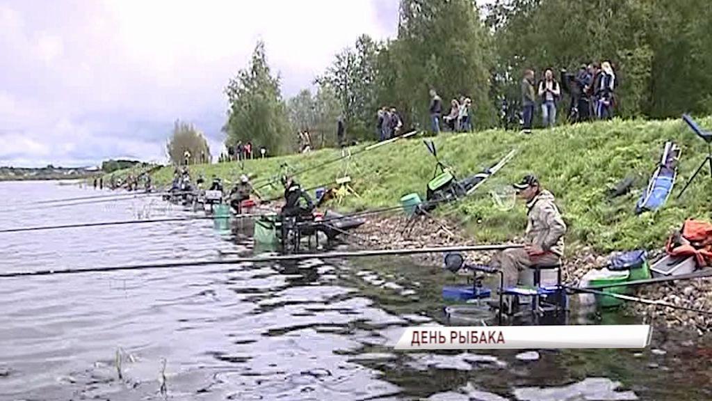 В Пошехонье на День рыбака прошло соревнование по рыбной ловле