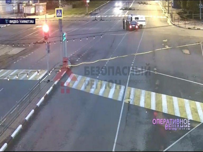 ВИДЕО:ПРОВАЛ ДНЯ: Хотел проехать на красный свет, но тут навстречу выехали полицейские