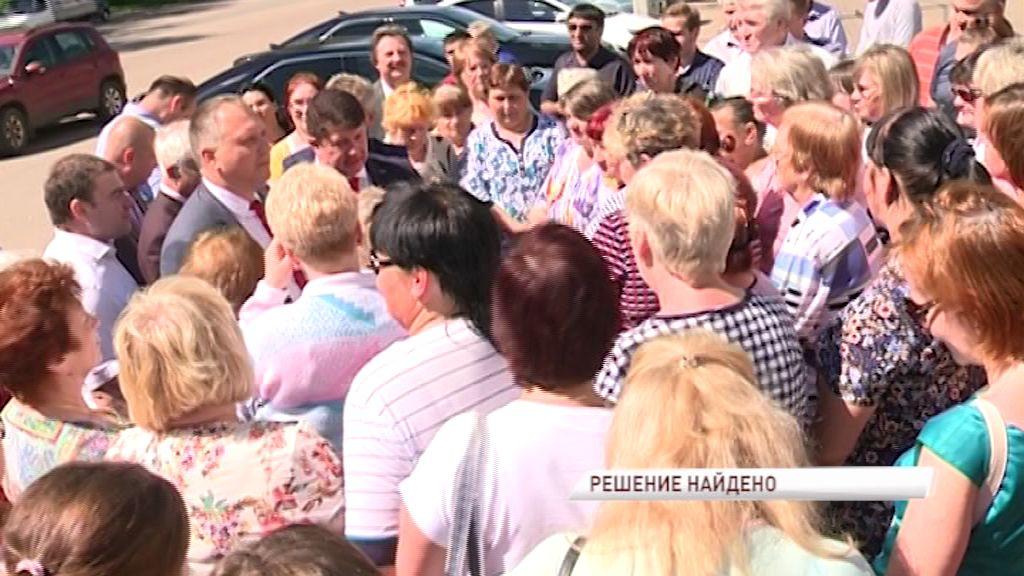 Общественники и представители мэрии Ярославля обсудили состояние дороги на улице Спартаковская
