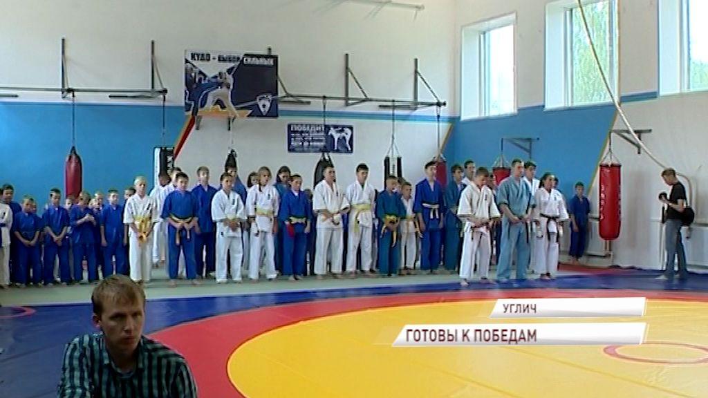 Глава региона Дмитрий Миронов помог угличским кудоистам получит новый бойцовский ковер