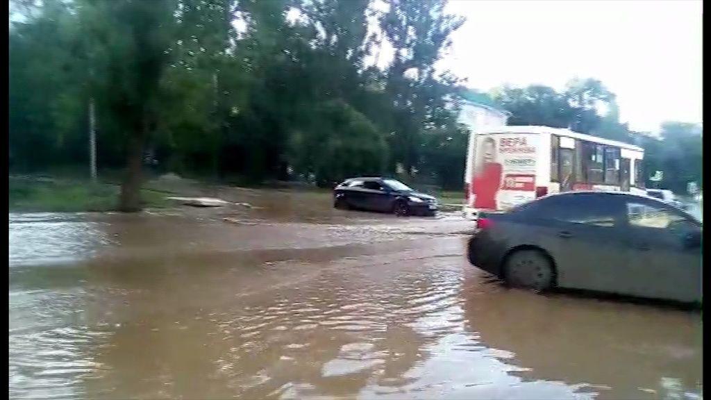 ВИДЕО: «В Дзержинском районе летняя гроза обернулась потопом»