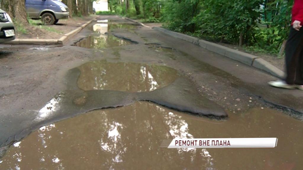 Депутаты проверили благоустройство дворов в Дзержинском районе