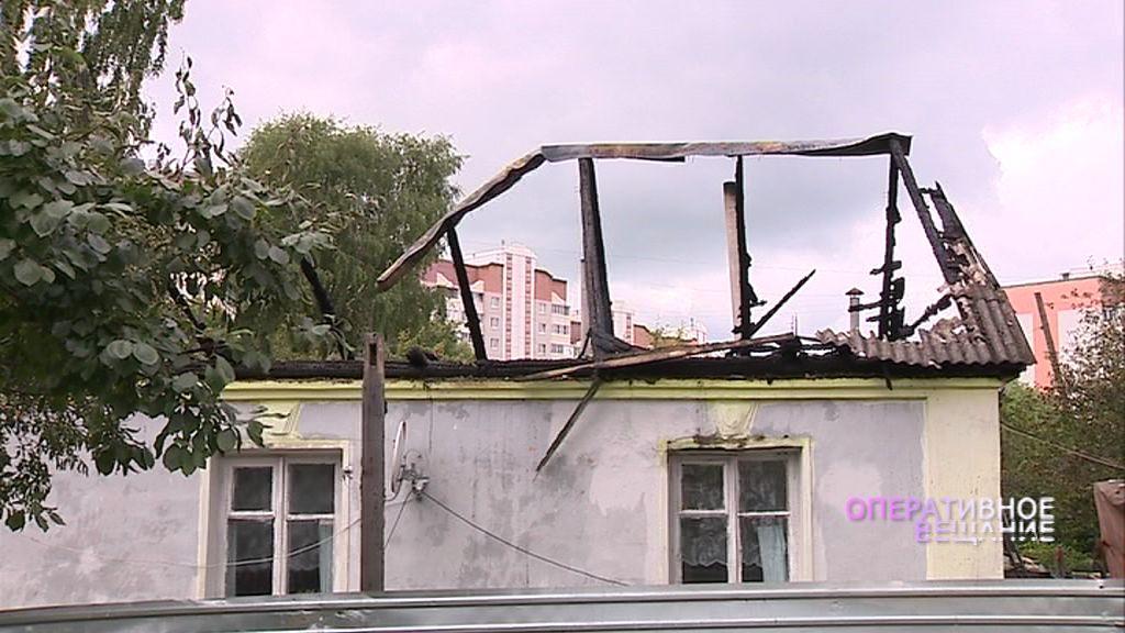 В Дзержинском районе сгорел дом в частном секторе