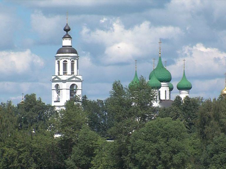 В Ярославской области объявили желтый уровень опасности из-за грозы и сильного ветра