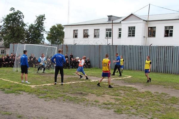 Футболисты «Шинника» отправились в колонию