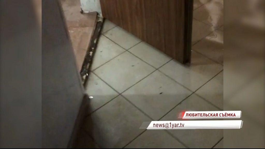 Арендаторов офисов по улице Титова регулярно затапливает водой