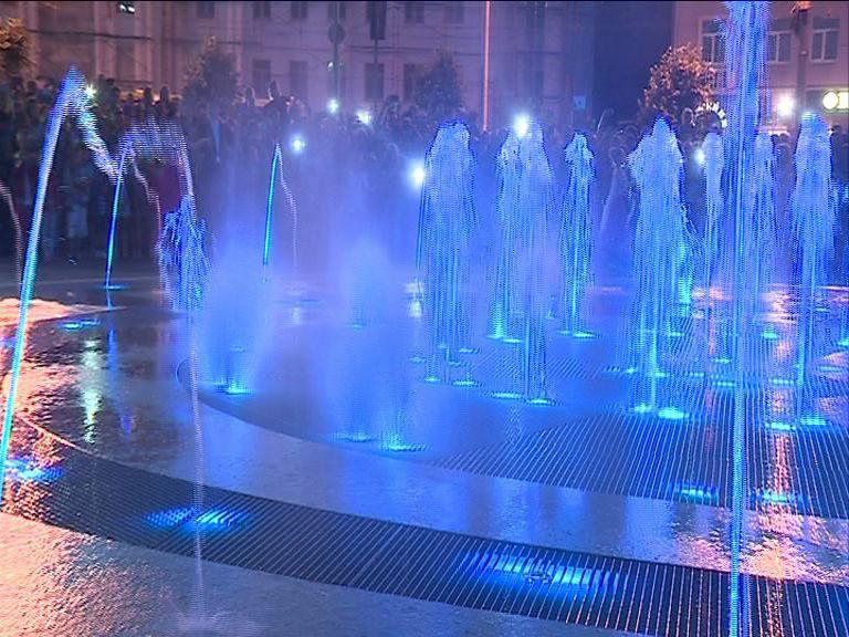 ВИДЕО: На площади у ТЮЗа открыли обновленный фонтан