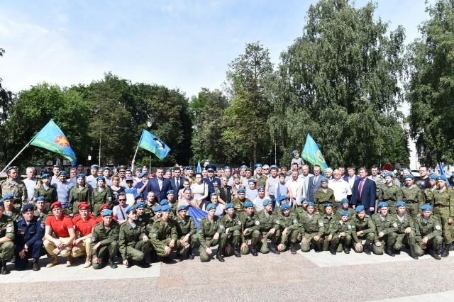 ФОТО: Как в Ярославле отмечают день ВДВ