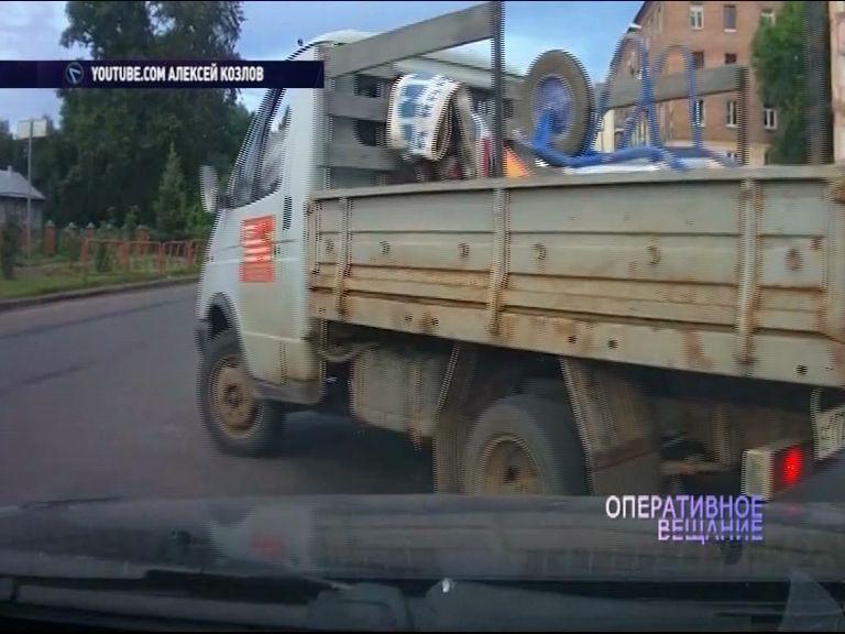 ВИДЕО: Дорожники на «ГАЗели» несколько раз нарушили правила ПДД
