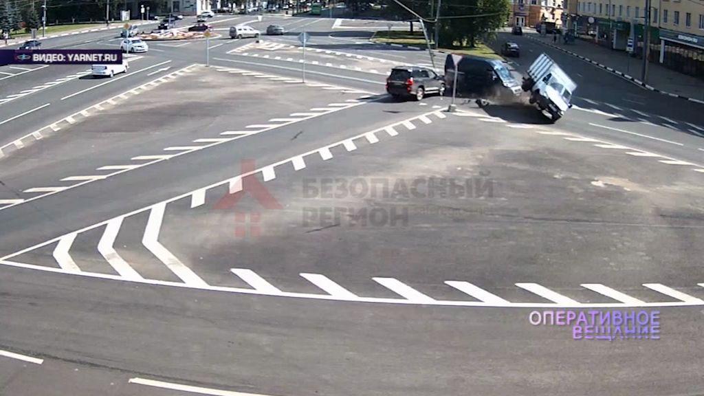 Не сработали тормоза: «Тойота» протаранила «Газель» на проспекте Толбухина
