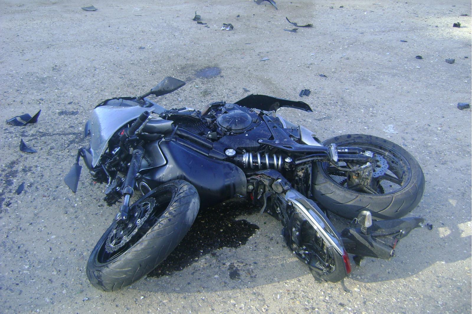 В Даниловском районе мотоциклист столкнулся с иномаркой
