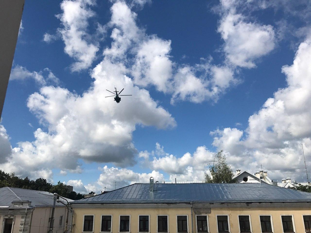 Над центром Ярославля кружили военные вертолеты