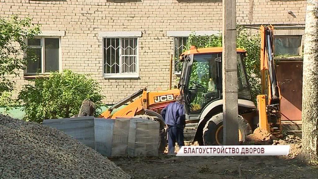 Депутаты муниципалитета проверили ход ремонтных работ дворов в двух районах города