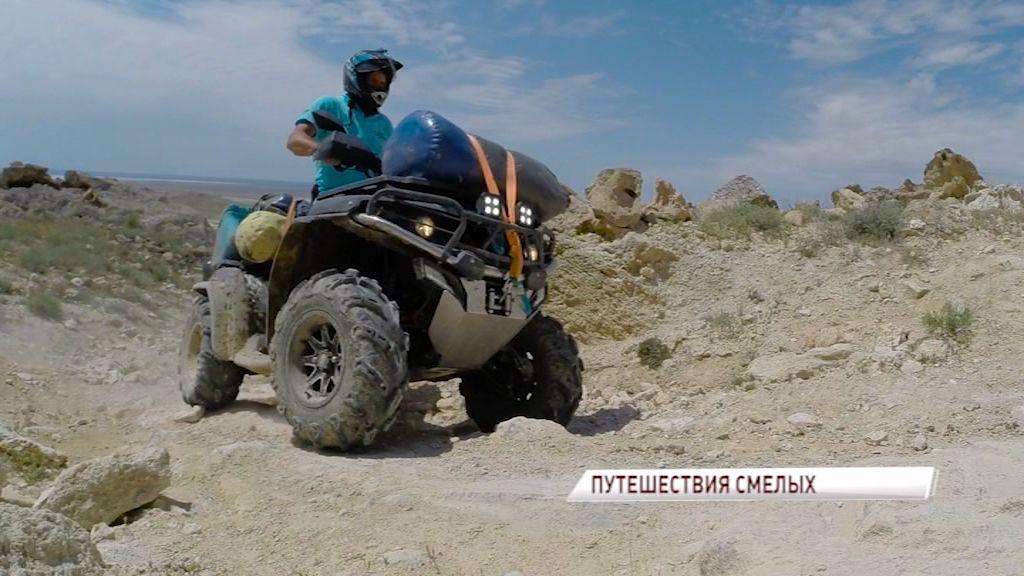 Колонна квадроциклистов, завершившая поездку по степям Казахстана, прокатилась по Ярославлю