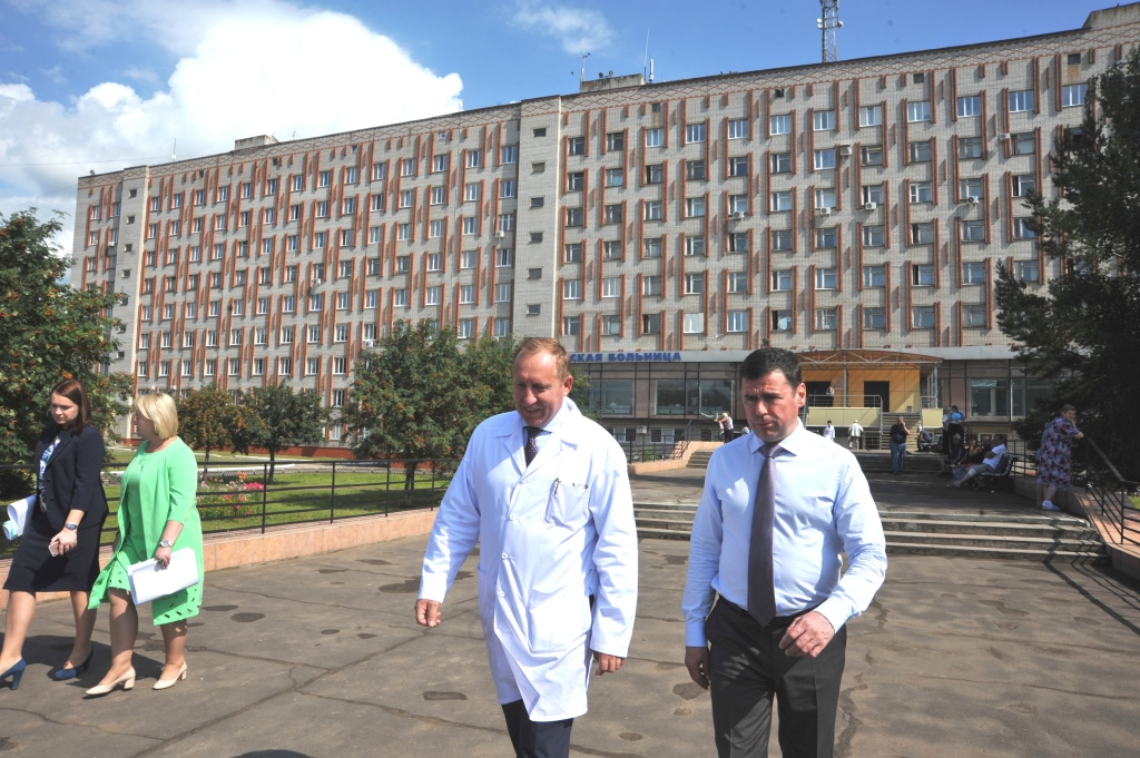 Глава региона Дмитрий Миронов после посещения областной больницы пообещал отремонтировать два отделения
