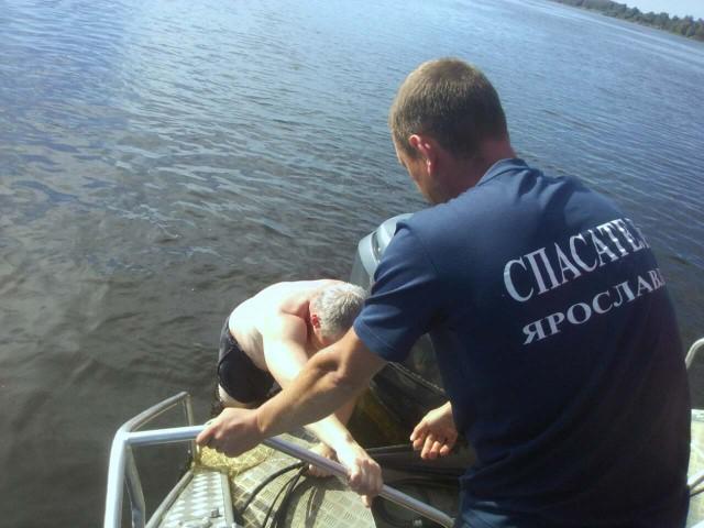 Ярославские спасатели вытащили пьяного тонущего мужчину из Волги
