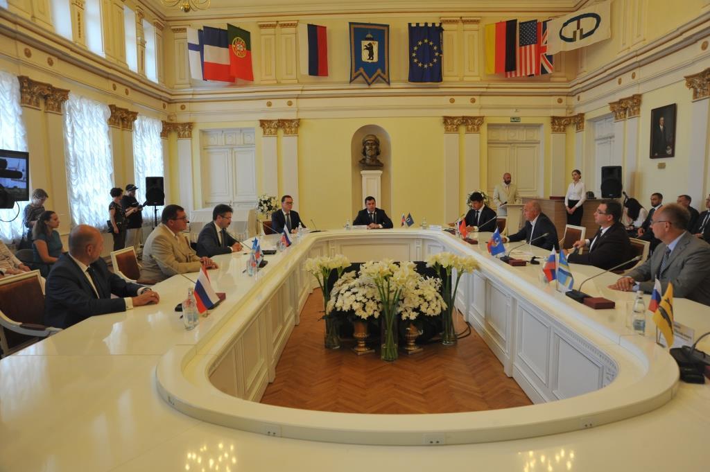 По инициативе главы региона Дмитрия Миронова в Ярославле подписан протокол о намерениях создания Союза городов Золотого кольца