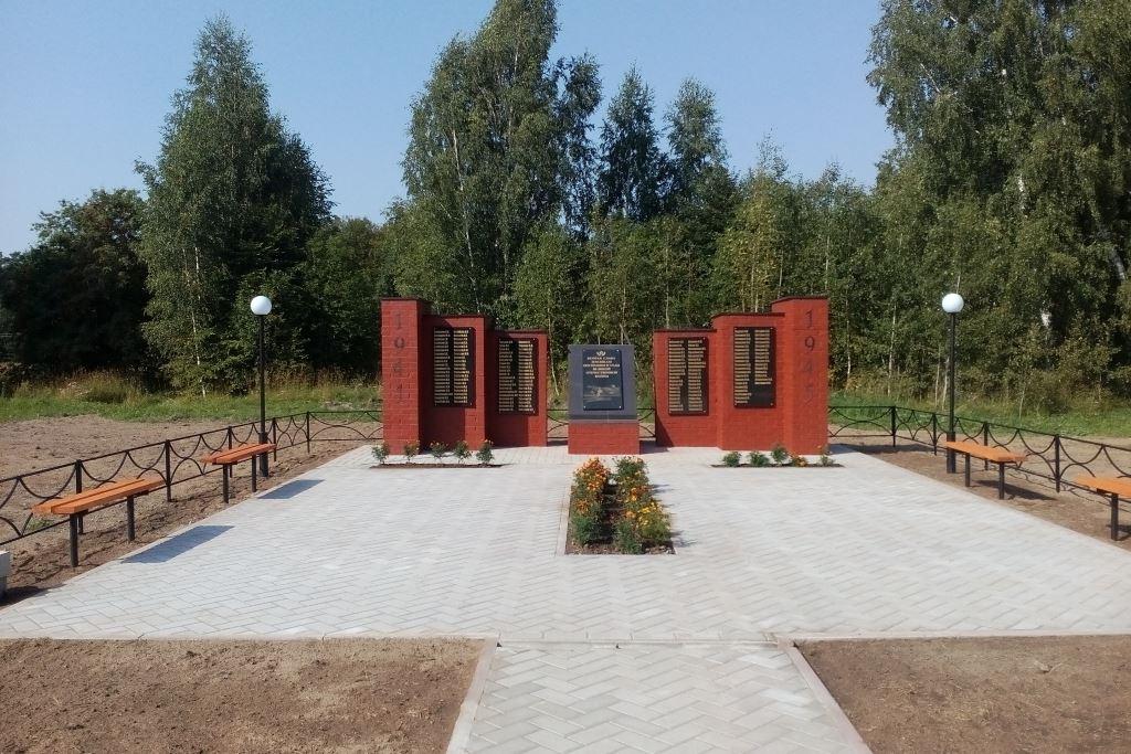 В селе Охотино в рамках губернаторской программы «Решаем вместе» благоустроили памятник погибшим в годы ВОВ