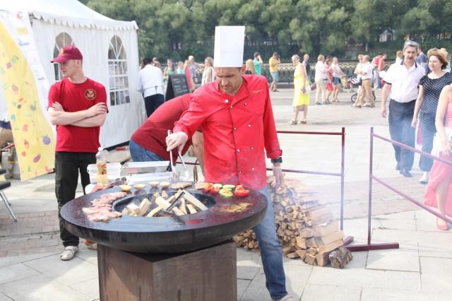В Ярославле на Стрелке во второй раз прошел городской пикник «Пир на Волге»