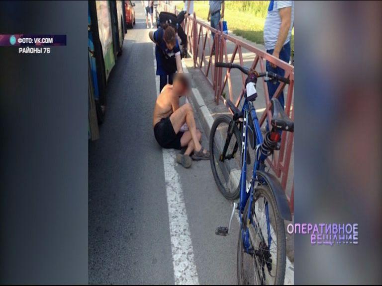 На проспекте Фрунзе велосипедист врезался в стоящий автобус