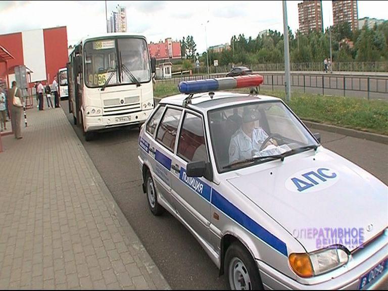 Дорожные полицейские продолжают следить за водителями маршруток