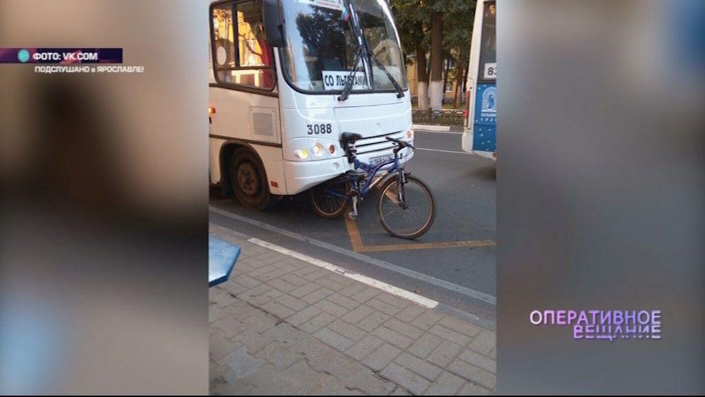 На Ленина под автобус залетел велосипедист