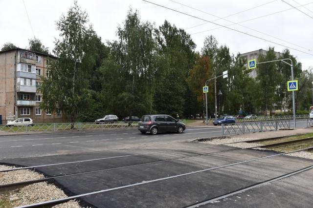 В Дзержинском районе завершается ремонт переездов через трамвайные пути
