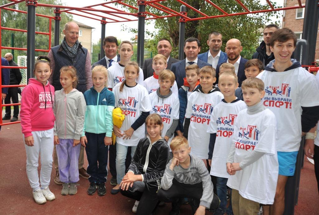 Глава региона Дмитрий Миронов открыл воркаут-площадку в Ярославле
