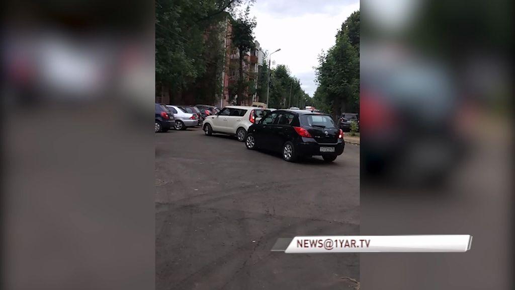ВИДЕО: Из-за неправильной установки дорожных знаков водители нарушают ПДД