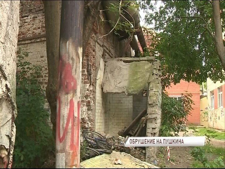 В Ярославле обрушилась часть здания: едва не пострадал подросток
