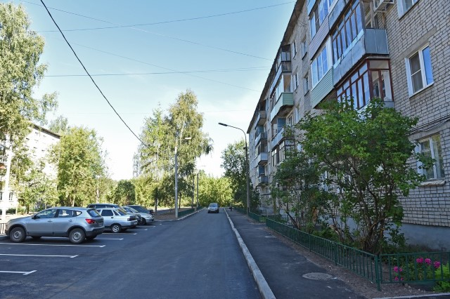 Жители Ленинского района заказали золотую цепь на дуб