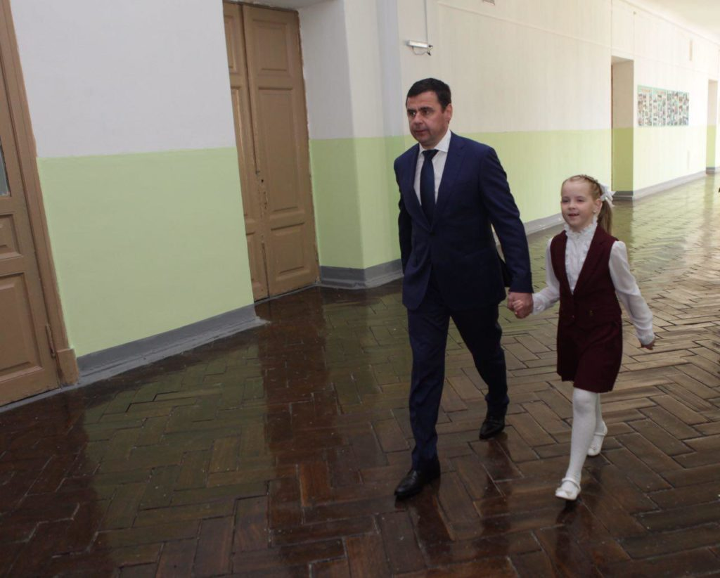 ФОТО: Глава региона Дмитрий Миронов отвел девочку из Ростова на первый урок