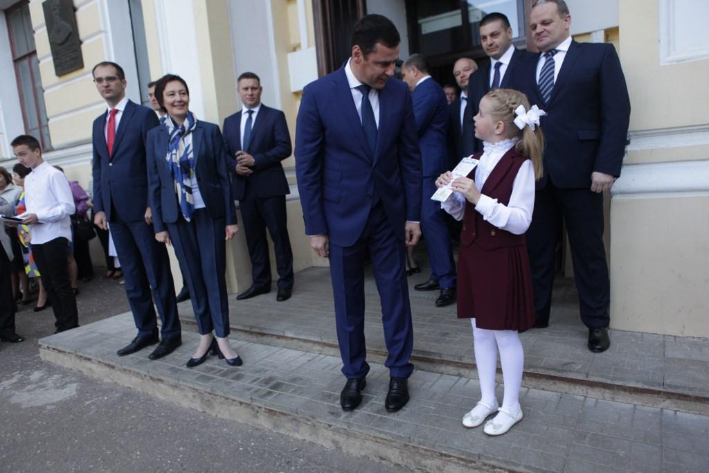 Вместе с главой региона: Дмитрий Миронов отвел первоклашку из Ростова на первый урок