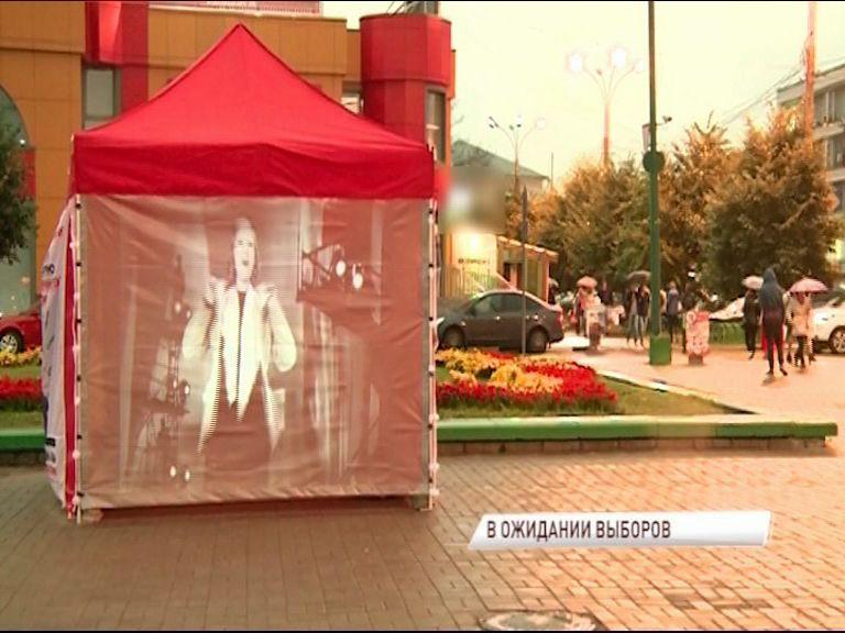 На несколько дней площадь Юности превратилась в открытый кинотеатр