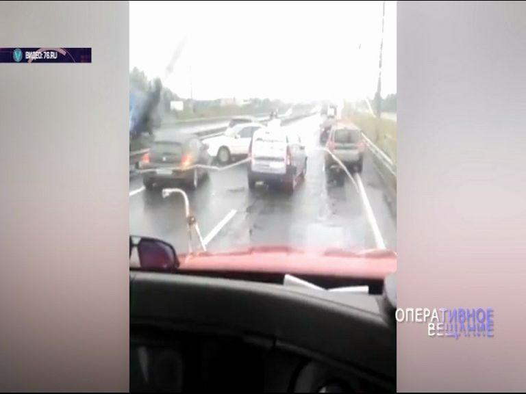На Юго-Западной окружной дороге столкнулись сразу пять автомобилей