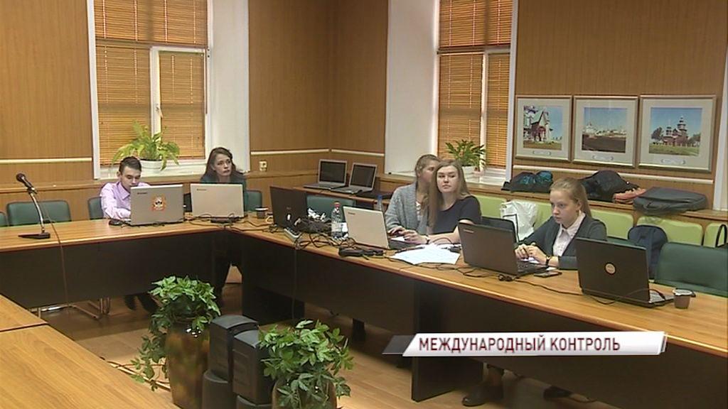 На избирательных участках вместе с общественниками работают и международные наблюдатели