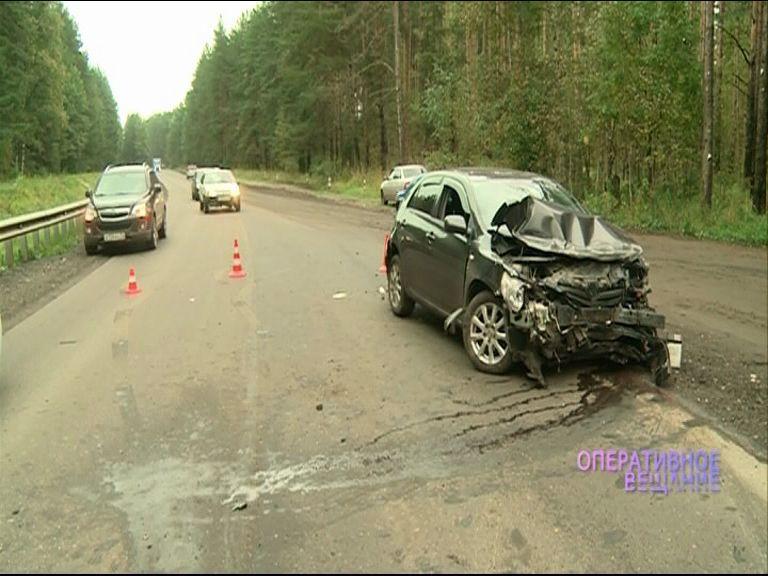 На дороге в Яковлевском бору иномарка влетела в отбойник