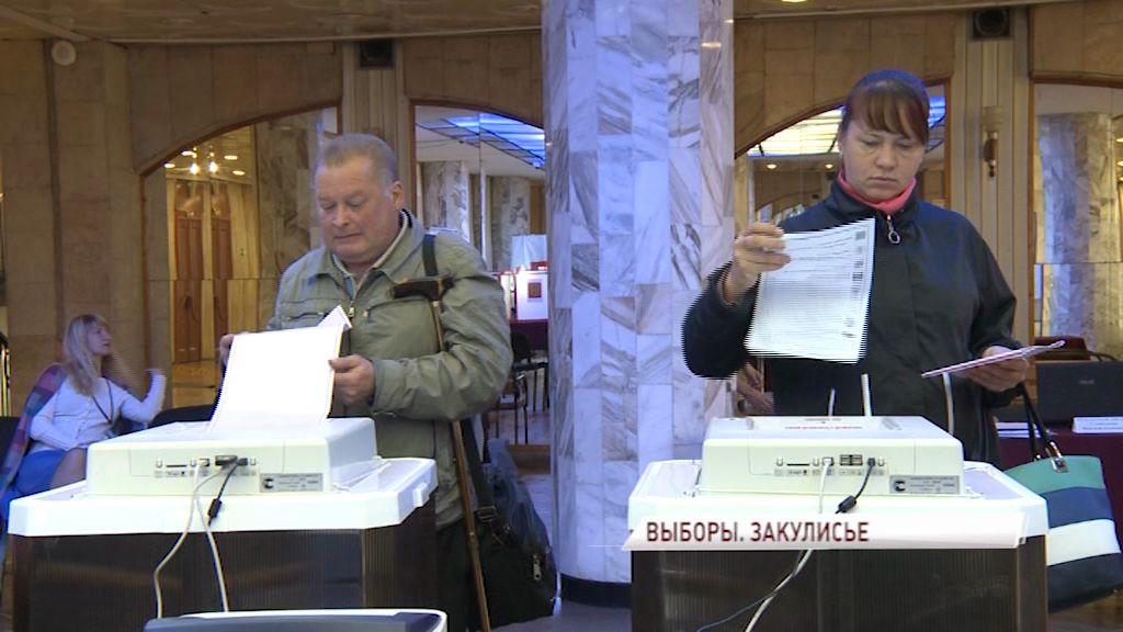 Выборы в Ярославской области: пирожки, пляски и песни на избирательных участках